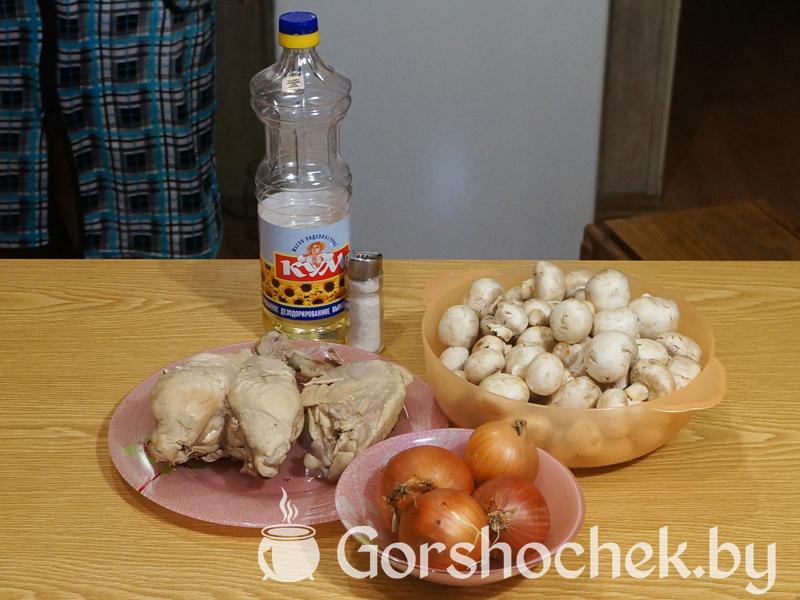 Открытый французский пирог «Киш Лорен» с курицей и грибами начинаем делать начинку
