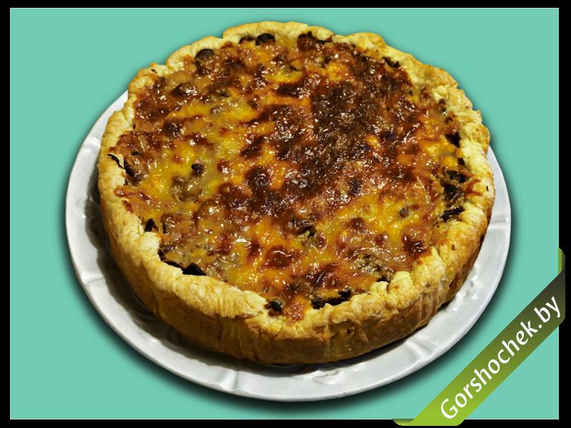 Открытый французский пирог «Киш Лорен» с курицей и грибами готовое блюдо
